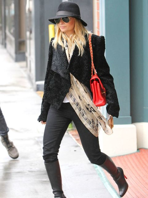 """<p> <a href=""""http://www.elleuk.com/starstyle/style-files/%28section%29/nicole-richie/%28offset%29/0/%28img%29/542508"""">Nicole Richie</a> shopping at Barneys in New York, 21 December 2010 </p>"""