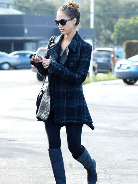 """<p><a href=""""http://www.elleuk.com/starstyle/style-files/%28section%29/Jessica-Alba/%28offset%29/0/%28img%29/155393"""">Jessica Alba</a> out and about in Los Angeles, 9 December 2010</p>"""