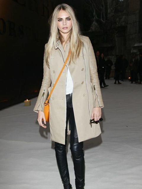 """<p><a href=""""http://www.elleuk.com/catwalk/models/new-model-faces/%28section%29/a-w-2010/%28offset%29/5/%28img%29/472927"""">Cara Delevigne</a> styling her <a href=""""http://www.elleuk.com/catwalk/collections/burberry-prorsum/spring-summer-2011/review"""">Burberry"""