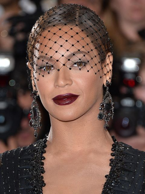 "<p><a href=""http://www.elleuk.com/star-style/red-carpet/met-ball-2014-celebrity-pictures-dresses-charles-james-costume-institute-gala"">Beyonce,</a> Met Ball 2014 </p>"