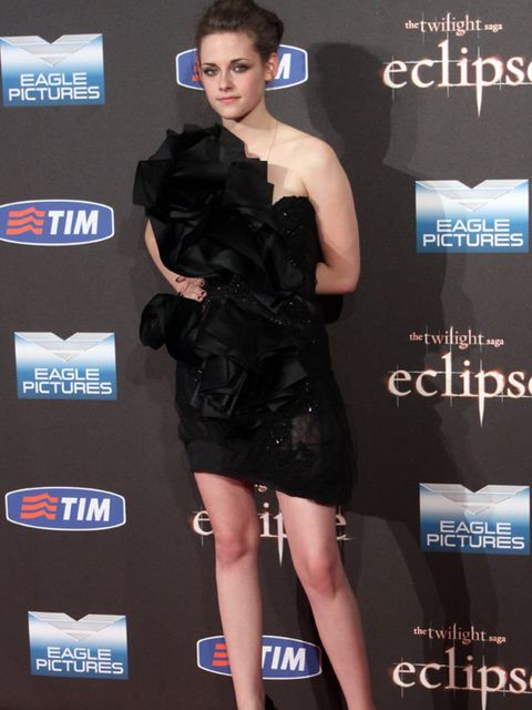 "<p><a href=""http://www.elleuk.com/starstyle/style-files/%28section%29/kristen-stewart"">Kristen Stewart</a> in <a href=""http://www.elleuk.com/catwalk/collections/marchesa/autumn-winter-2010"">Marchesa</a></p>"