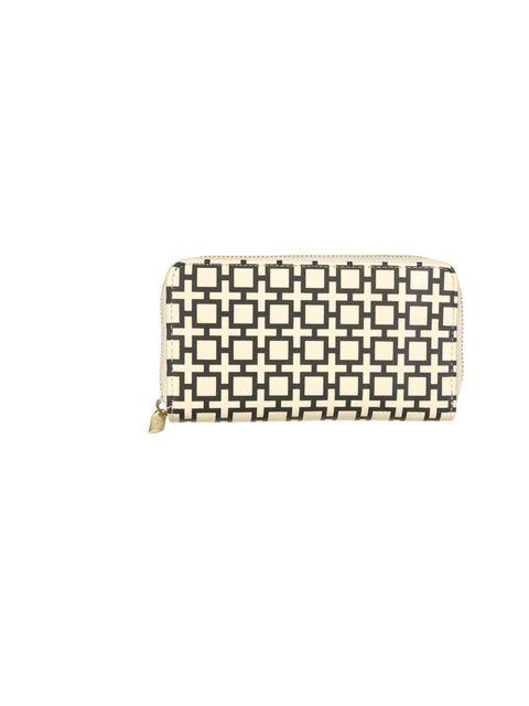 "<p>Topshop geometric print purse, £15</p><p><a href=""http://shopping.elleuk.com/browse?fts=topshop+geo+print+purse"">BUY NOW</a></p>"
