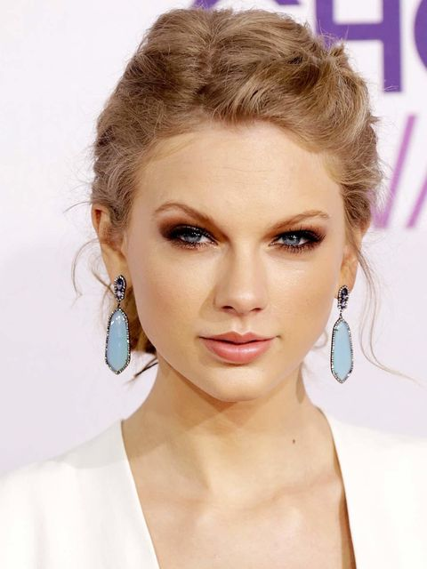 "<p>Taylor Swift's make-up artist reveals her beauty secrets <a href=""http://www.elleuk.com/beauty/news/exclusive-taylor-swift-s-make-up-artist-reveals-her-secrets"">here </a></p>"