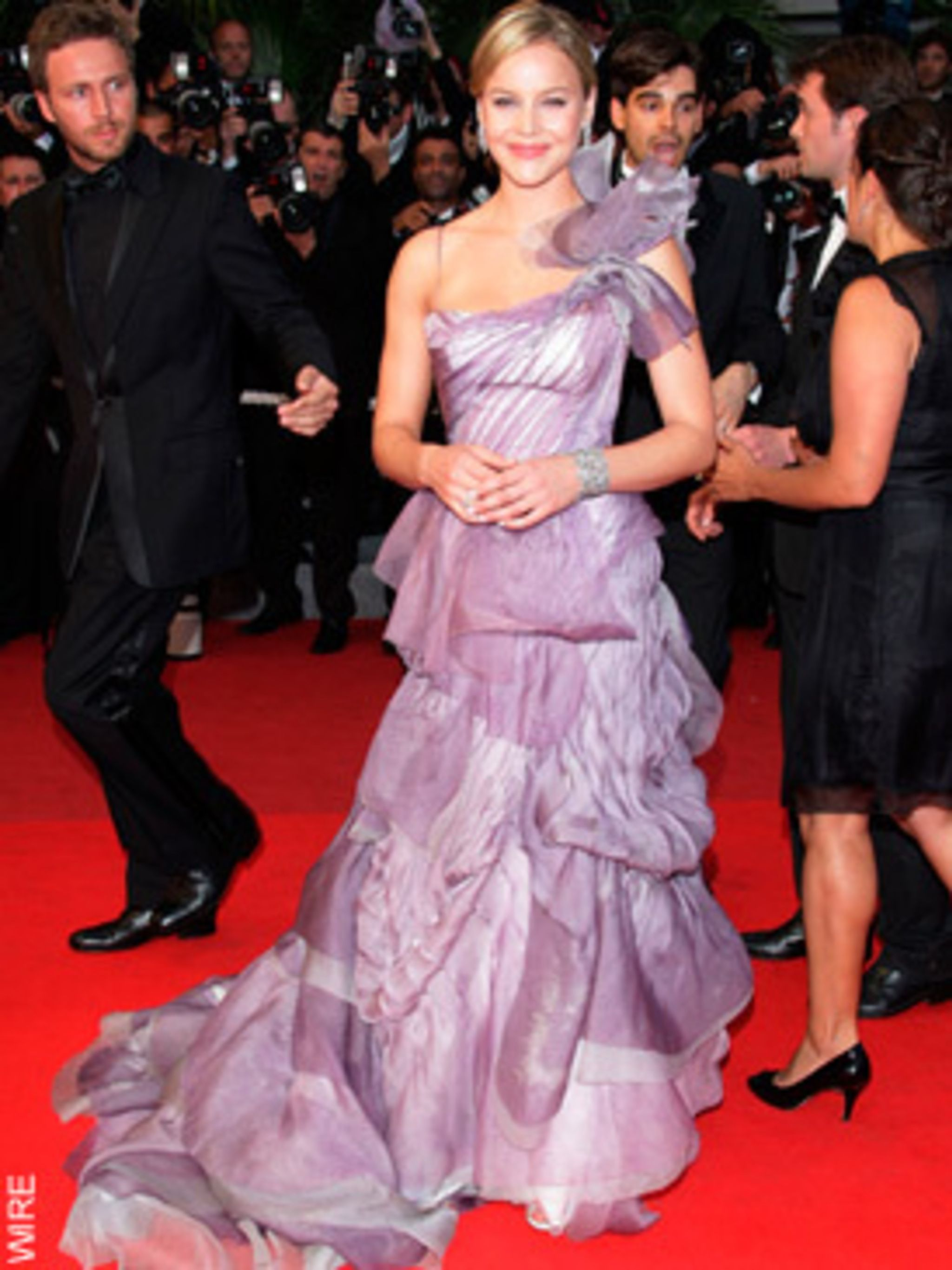 <p>Abbie Cornish in Roni Maticevski</p>