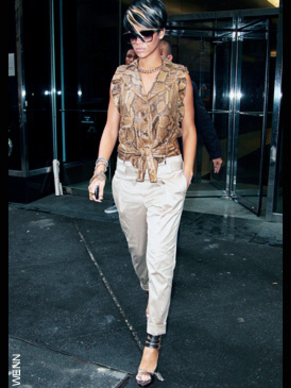 <p>Rihanna in Gucci</p>