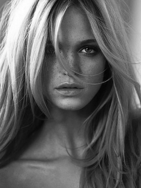 Victoria's Secret Angel Erin Heatherton has an entirely covetable face, don't you agree?
