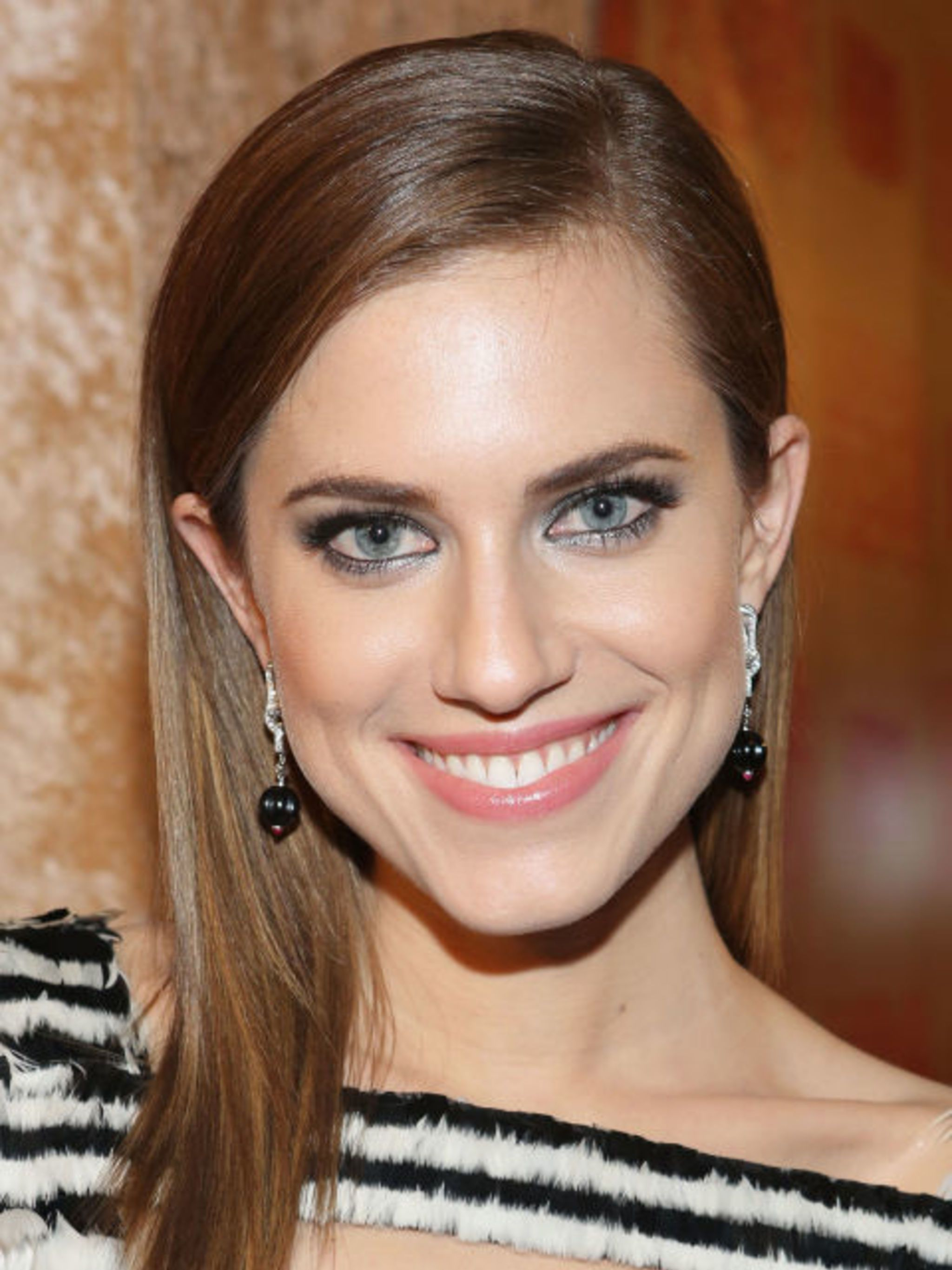 "<p><strong>ALLISON WILLIAMS WOULD BE DRIVEN CRAZY BY MARNIE IRL</strong></p>  <p>""Marnie would drive me crazy if we were friends in real life,"" Williams told BuzzFeed. ""But I have to put that out of my head in order to play her. Like, sleeping with Elijah"