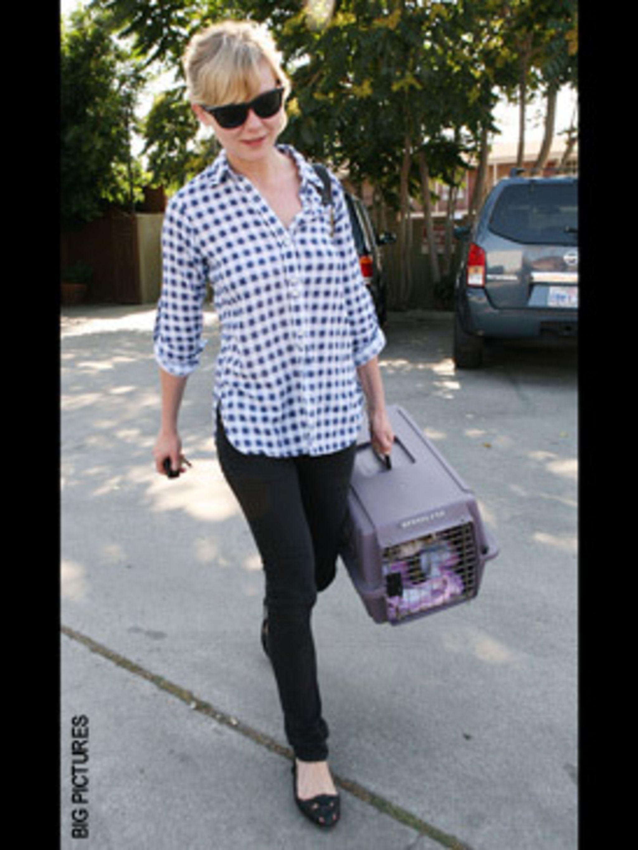 <p>We love the off-duty, rock star's girlfriend look Kirsten!</p>