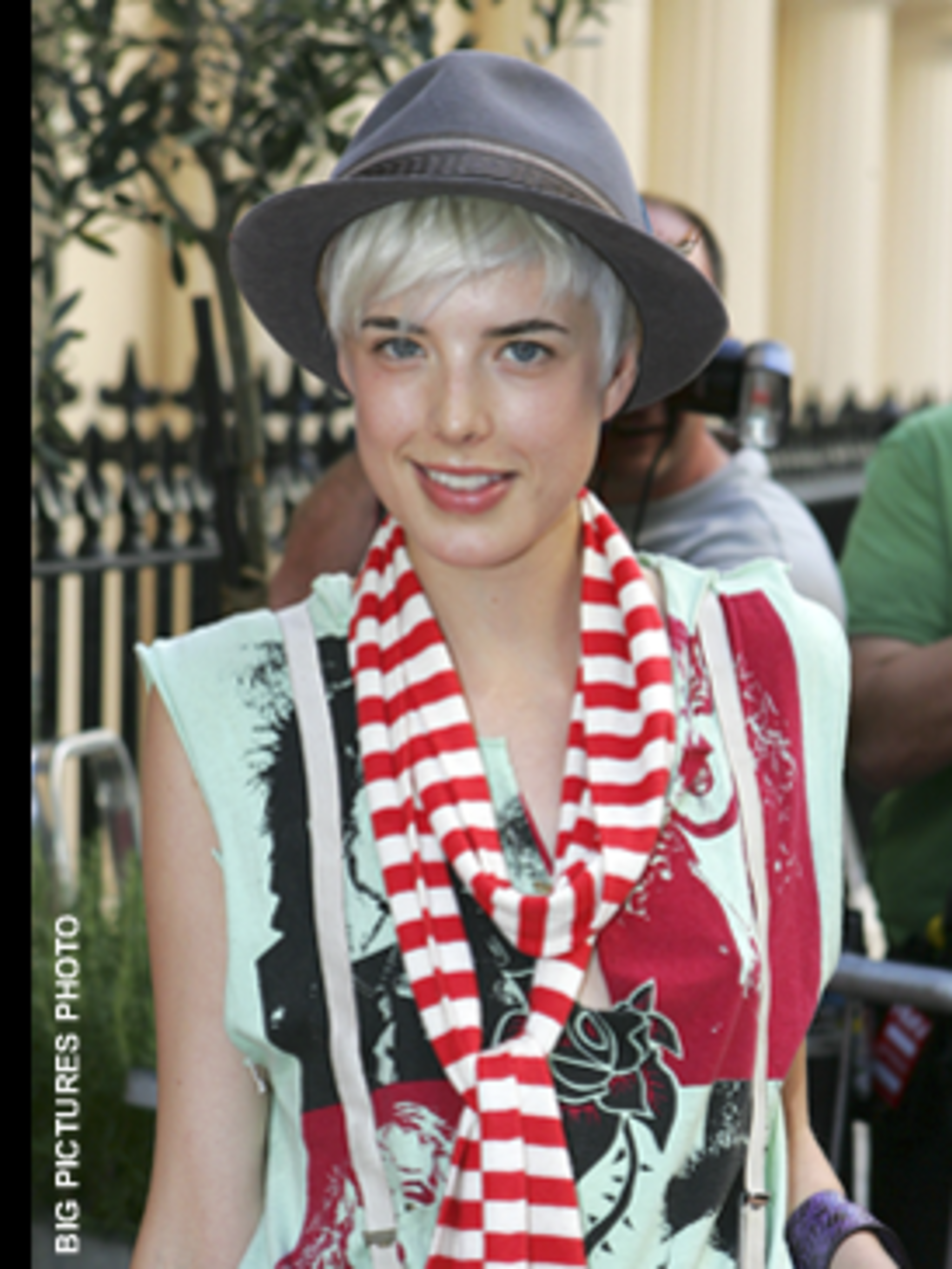 <p>Agyness teams her trilby with a Marc by Marc Jacobs scarf and tee, the epitome of quirky-chic.</p>