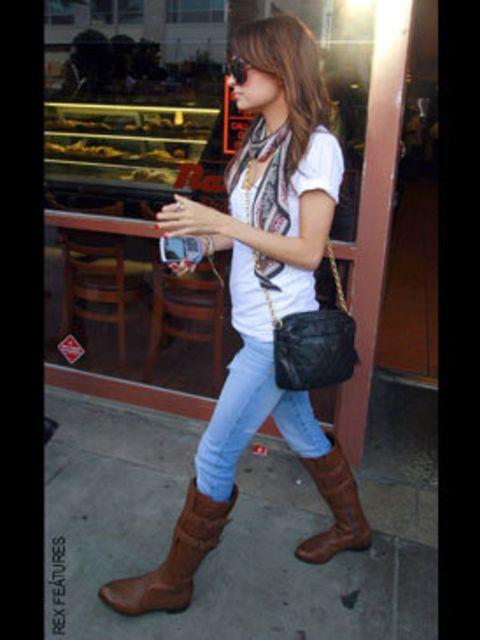 <p>Nicole Richie and vintage Chanel</p>