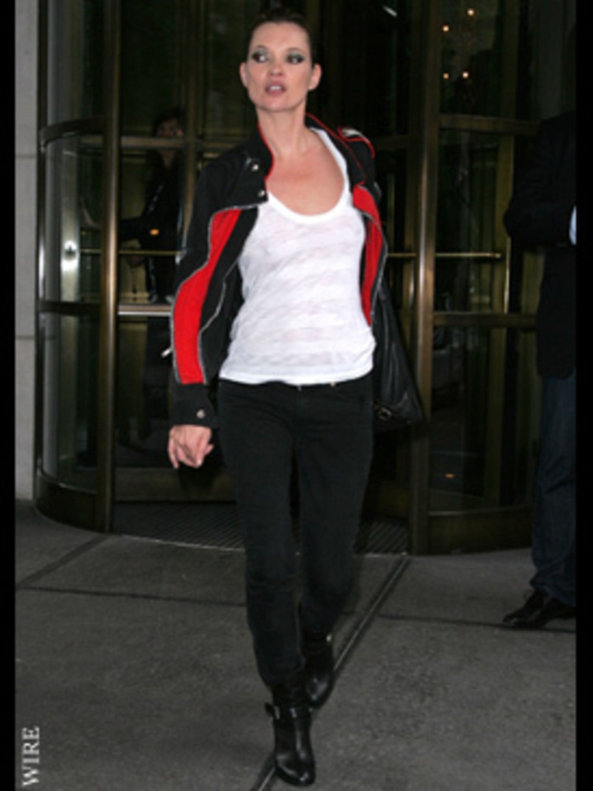 <p>Kate's leaving a photo shoot in New York</p>