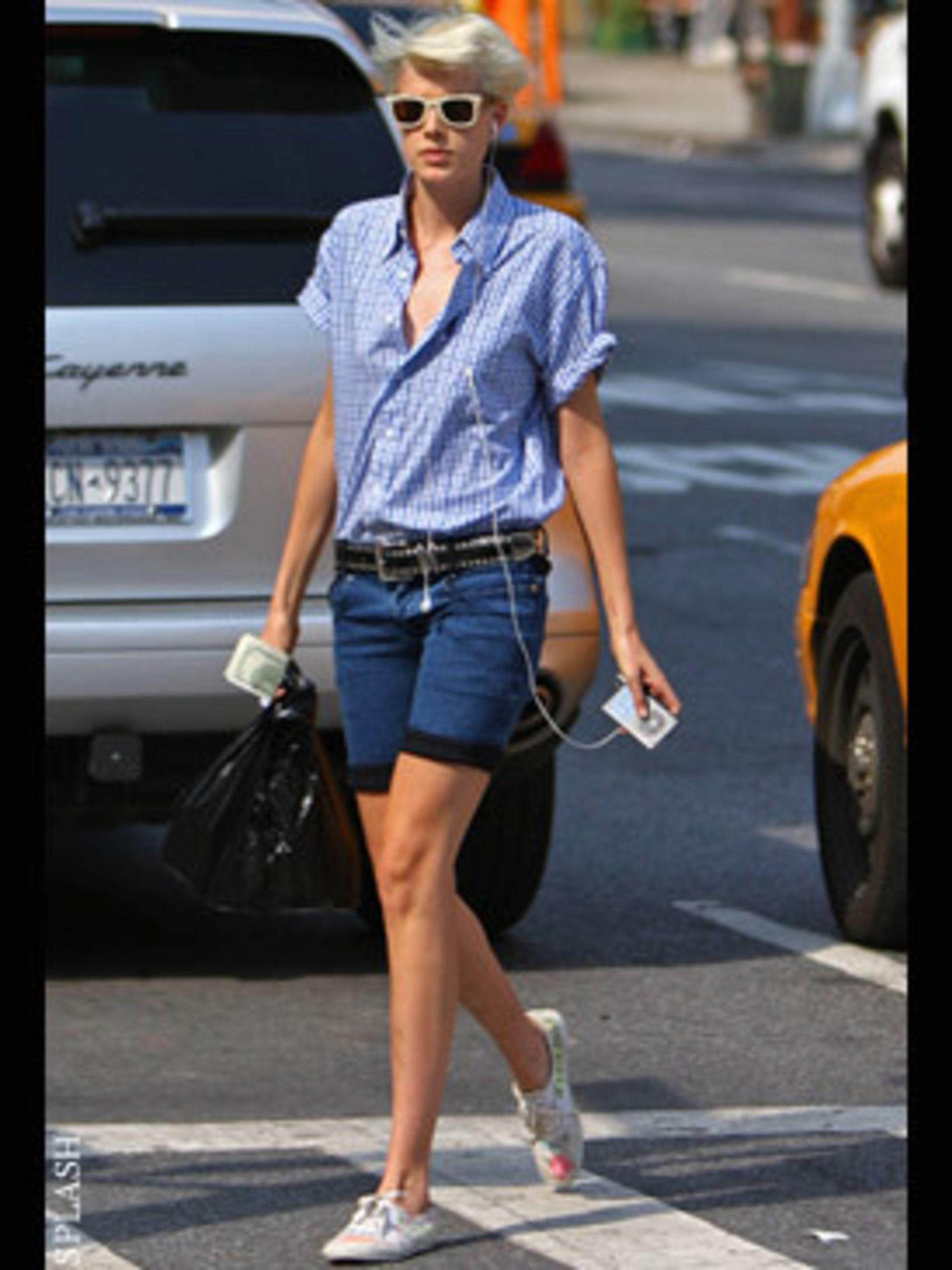 <p>The new way to do denim shorts is to cuff your cut off's by turning the hem up once. So ditch the frayed edges to get Aggy's model look.</p>