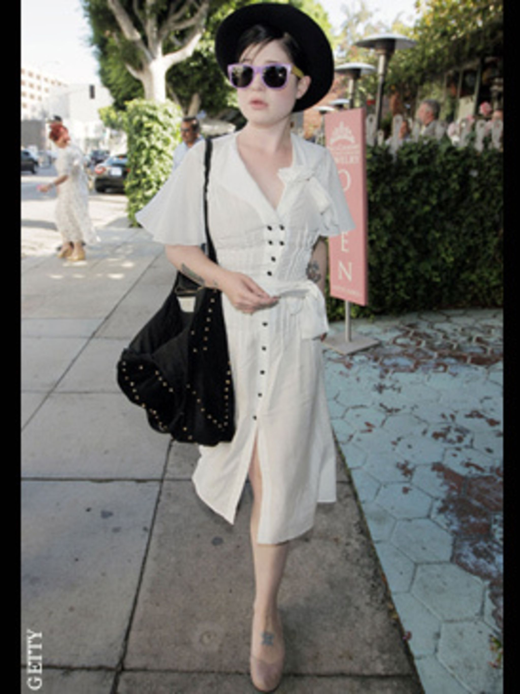 <p>Kelly Osbourne injects a little dose of London street-chic in to lunch with her mum Sharon in L.A</p>