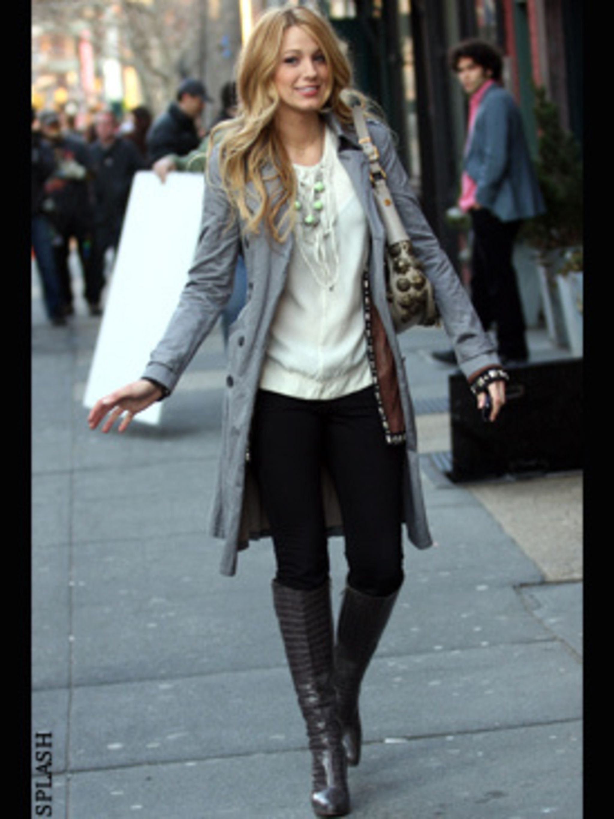 <p>Blake Lively wraps up in New York where she's filming Gossip Girl</p>