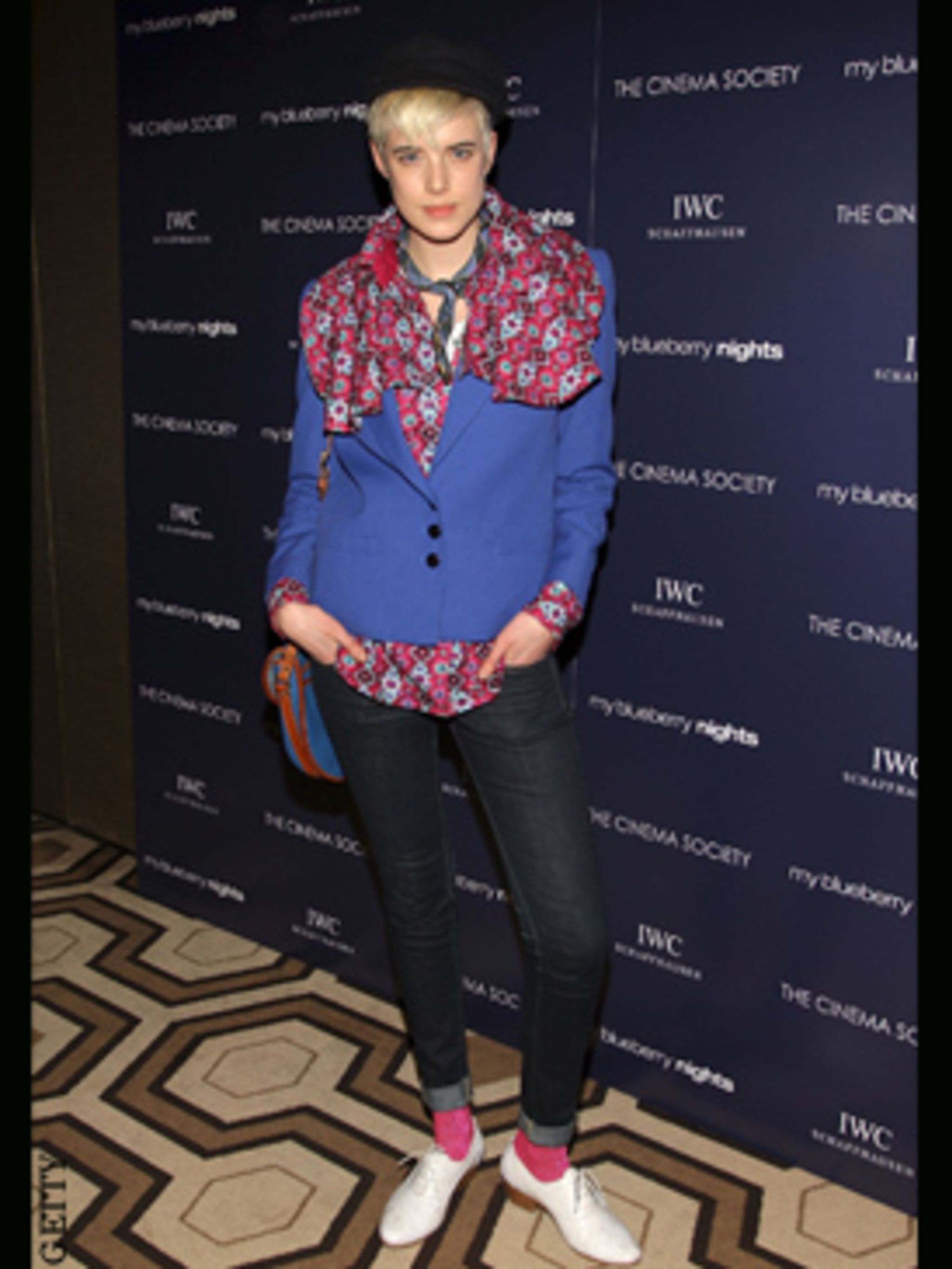 <p>Agyness rocks the new season's hot brights and florals now the sun is out.</p>