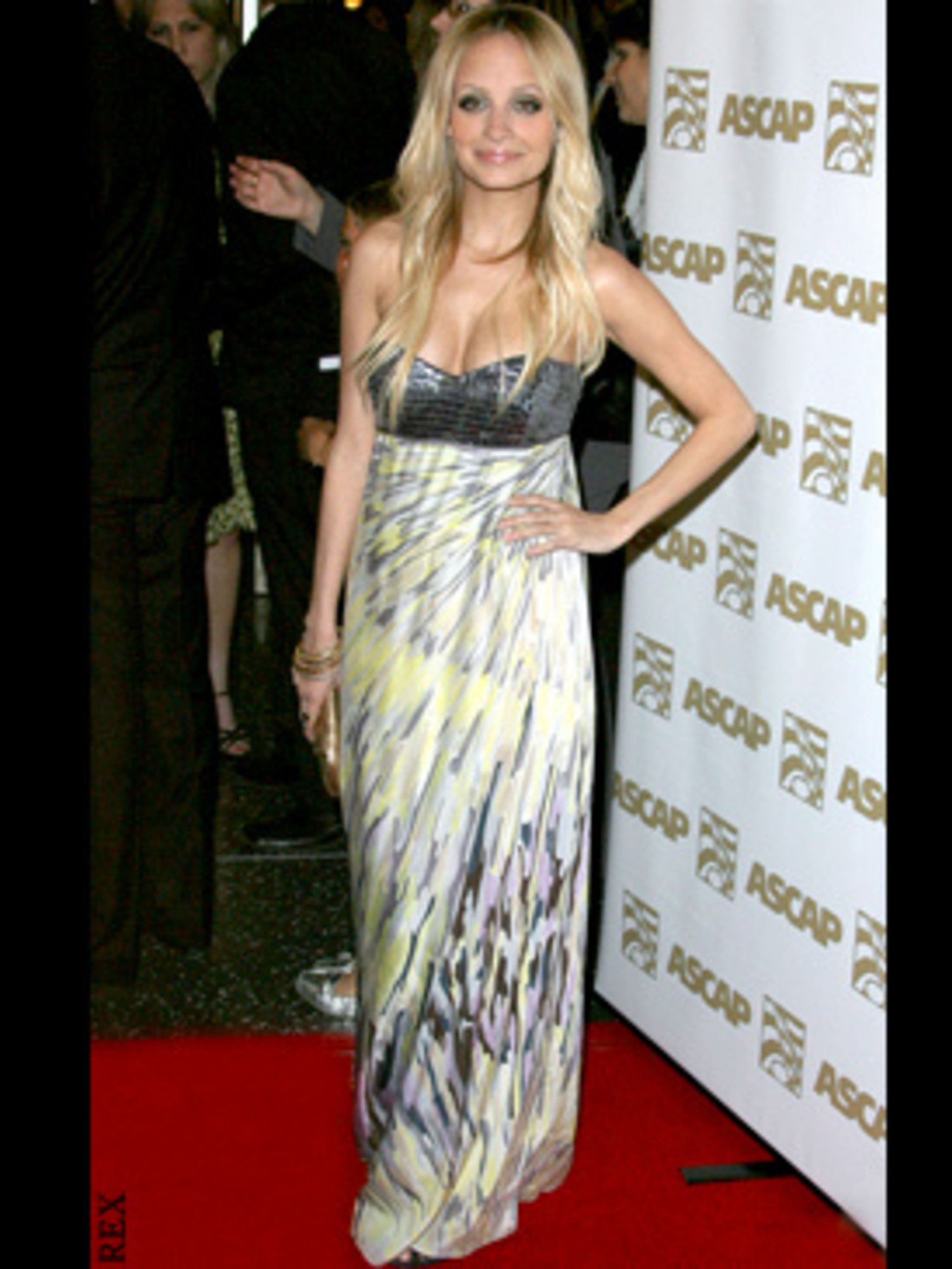 <p>Nicole looks anything but the new mum on the red carpet in Missoni at the ASCAP Music Awards in L.A.</p>
