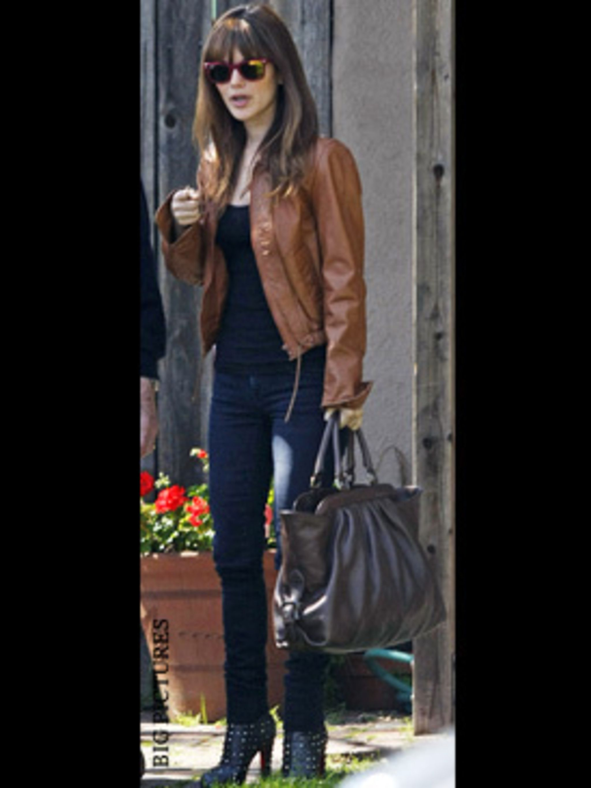 <p>We love that Rachel wore these boots to visit her grandpa in L.A this week.</p>