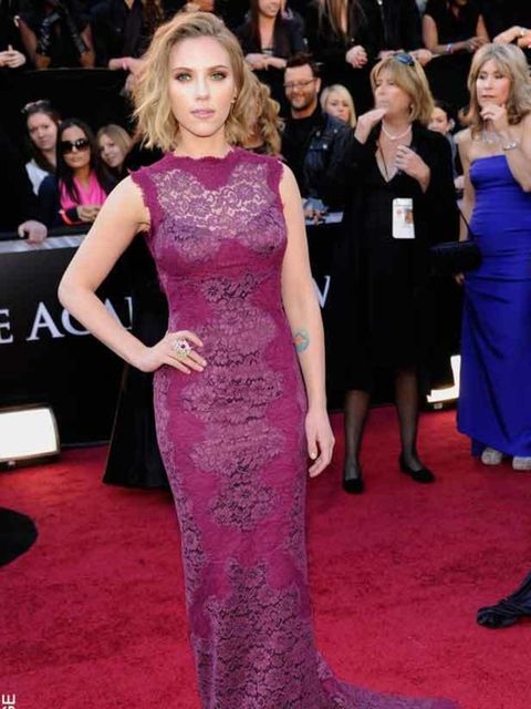 "<p><a href=""http://www.elleuk.com/starstyle/style-files/%28section%29/Scarlett-Johansson"">Scarlett Johansson</a> in Dolce&amp;Gabbana at the Academy Awards 2011</p>"