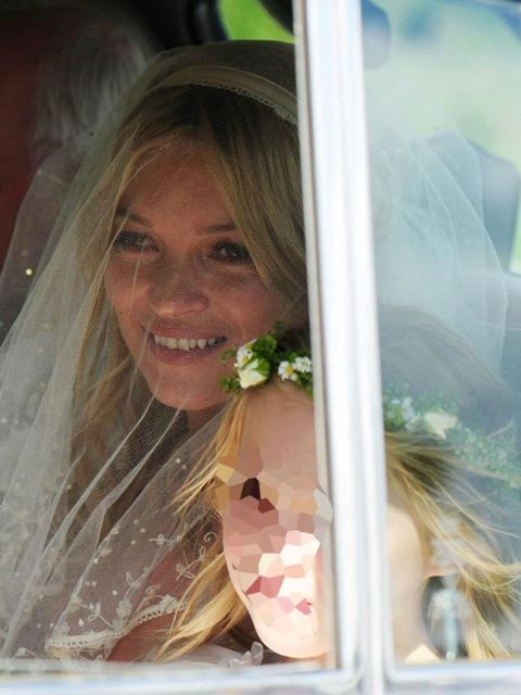 <p>Kate arriving at her wedding</p>