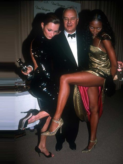 <p>Manolo Blahnik poses with Kate Moss and Naomi Campbell.</p>
