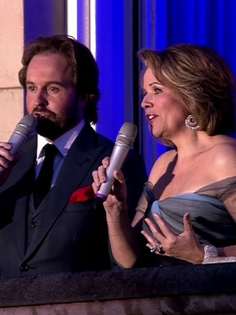 <p>Classical singers Alfie Boe and Renee Fleming sang from the balcony of Buckingham palace at the Diamond Jubilee Concert in London.</p>
