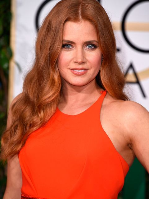 <p>Amy Adams paired her glamorous, wavy red hair with a simple red dress and nude/coral makeup. </p>