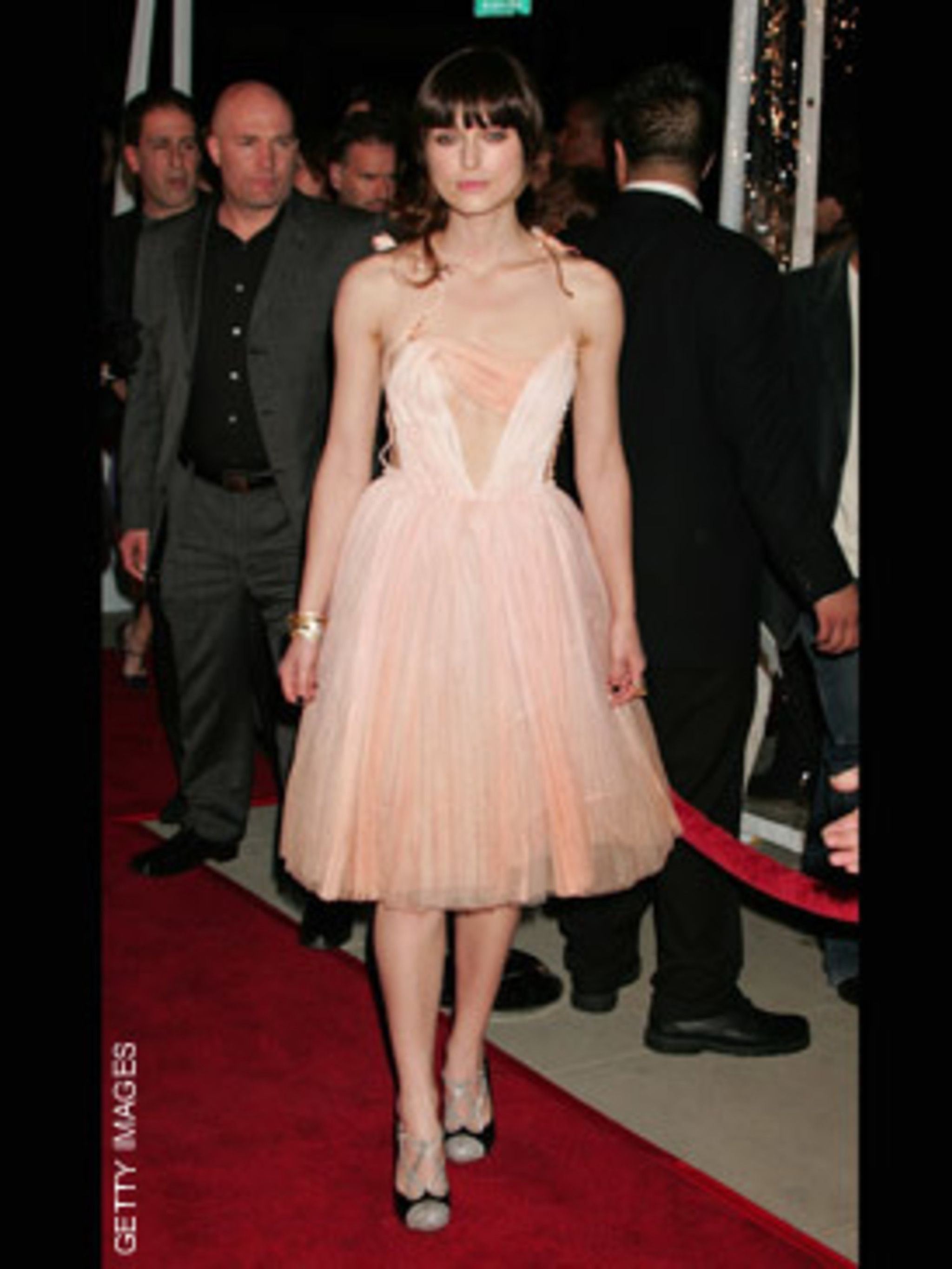 <p>Keira sported a new blunt fringe this week at the L.A premier of 'Attonement'</p>