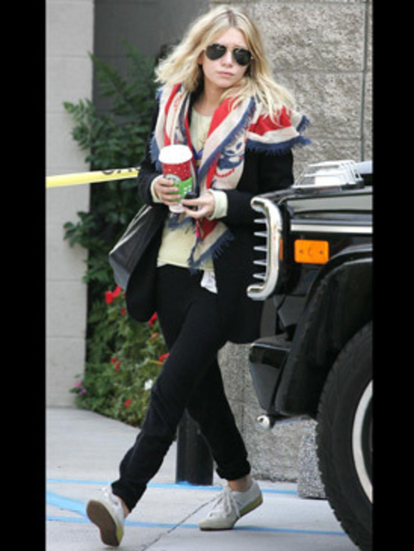 <p>This look is very Balenciaga - minus the lrgo stilletoes. We love that scarf Miss Olsen</p>