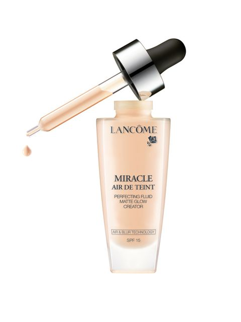<p><strong>The Skin: Cashmere Coverage</strong></p>  <p>Autumn's complexion look translates to a good amount of coverage (where needed), and a cashmere finish (not too dewy, not too matte).</p>  <p><em>Get the Look: </em>Build up gradually, buffing in the