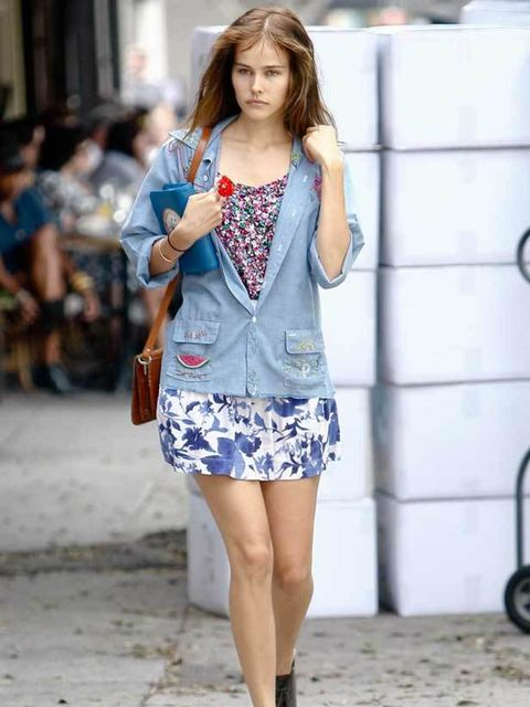 <p>Isabel Lucas strolling around in the sun in Los Angeles, California. November 2010.</p>