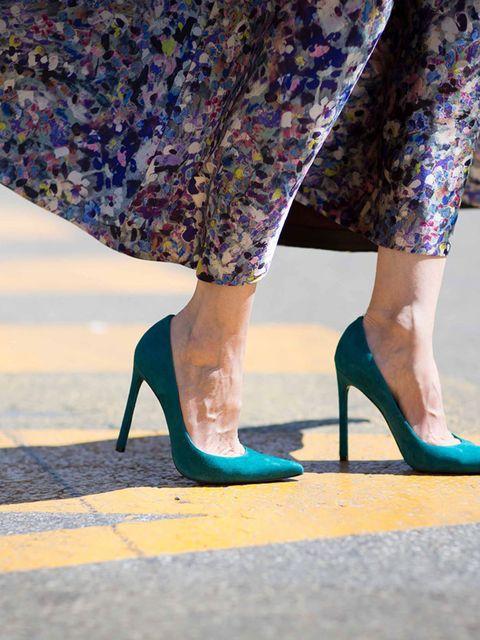 "<p>Shoes<a href=""http://www.staurtweitzman.com"">Stuart Weitzman</a> £286</p>"
