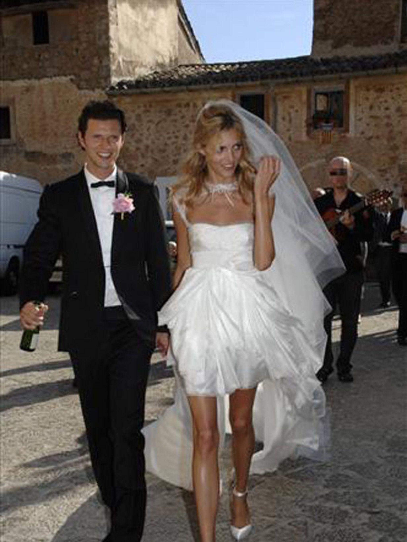 Model Anja Rubik marries in a mullet dress