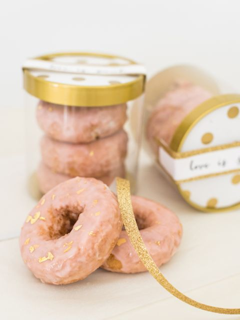 "<p>Cute pink doughnut favours with gold leaf detail - <a href=""http://www.stylemepretty.com/collection/3783/picture/3447042/"" target=""_blank"">Style Me Pretty</a></p>"
