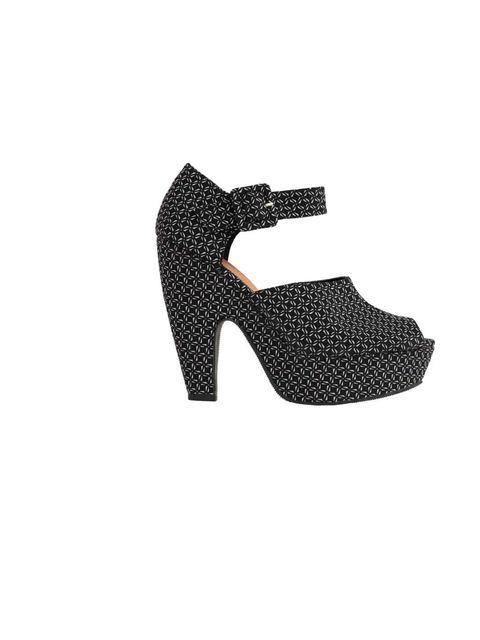 "<p><a href=""http://www.asos.com/ASOS/ASOS-HILLSIDE-High-Heel-Sandals/Prod/pgeproduct.aspx?iid=2605747&SearchQuery=hillside&sh=0&pge=0&pgesize=20&sort=-1&clr=Multi"">Asos</a> shoes, £45</p>"
