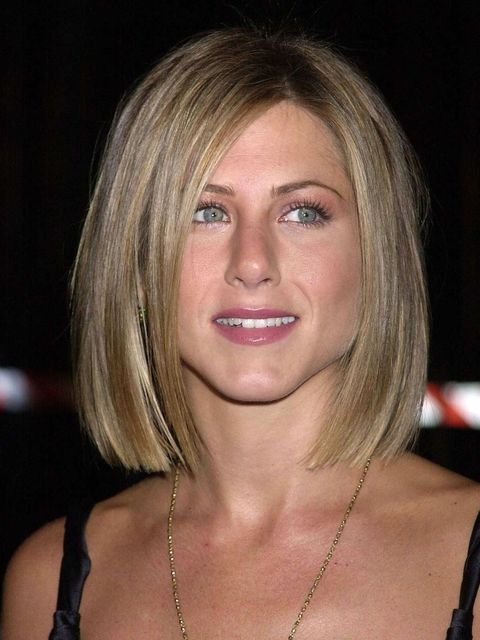 <p>After growing out 'The Rachel' and adopting long, luscious locks Jennifer her hairdresser Chris McMillan cuts her hair into a bob.</p>