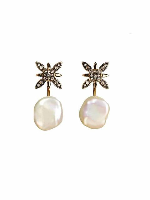 "<p><a href=""http://www.annoushka.com/uk/frost-studs-and-keshi-pearl-back-earrings-1.html"" target=""_blank"">Annoushka</a> Earrings, £740</p>"