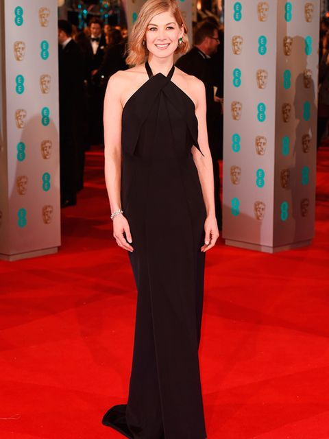 <p>Rosamund Pike wears Roland Mouret to the EE BAFTA British Academy Film Awards in London, February 2015.</p>