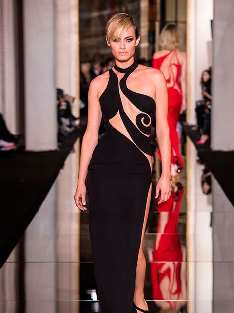 <p>Amber Valletta at Atelier Versace Couture s/s 2015.</p>