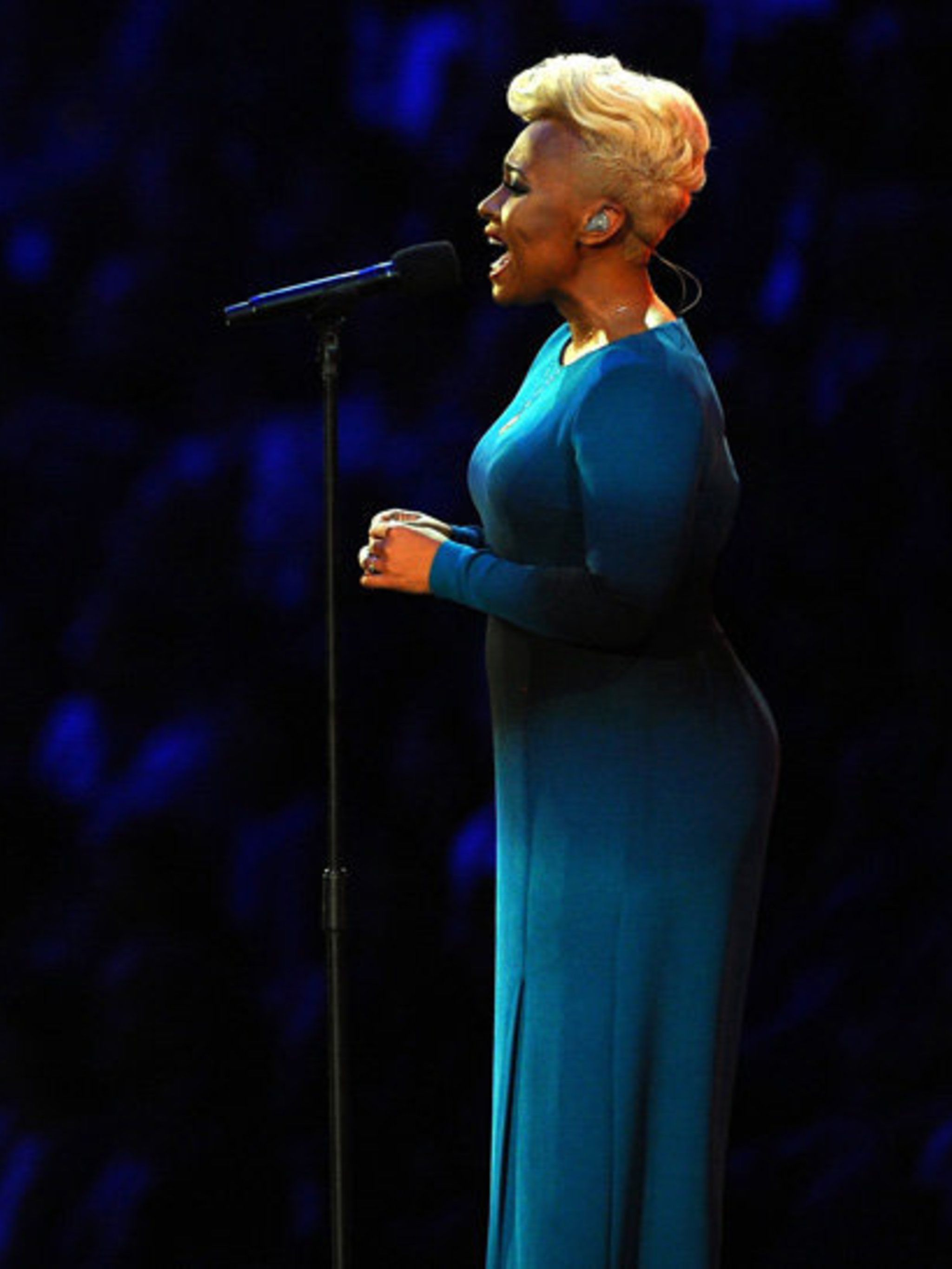 <p>Emeli Sande wears Jonathan Saunders as she sings in-front of a global audience for the 2012 London Olympic Games Opening Ceremony.</p>