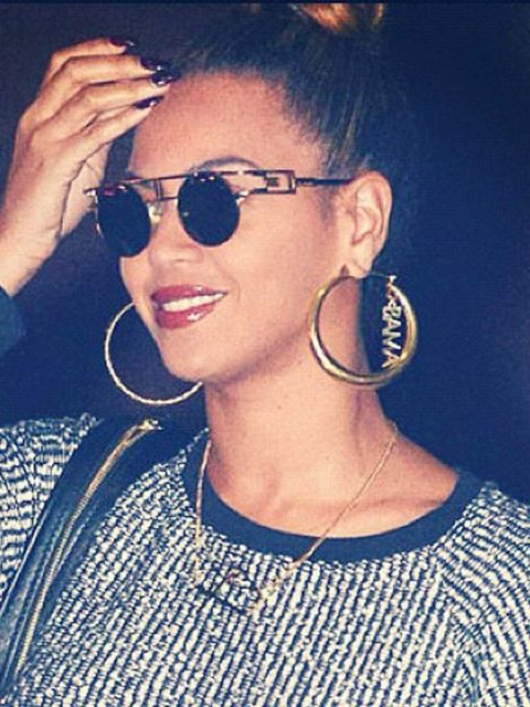 "<p><a href=""http://www.elleuk.com/star-style/news/beyonce-s-political-fashion-statement"">Beyonce</a> shows her Presidential campaign support with her Obama endorsing earrings.</p>"