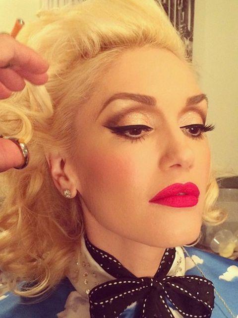<p>Gwen Stefani (@gwenstefani)</p>  <p>'@gregoryaritpaint me.'</p>
