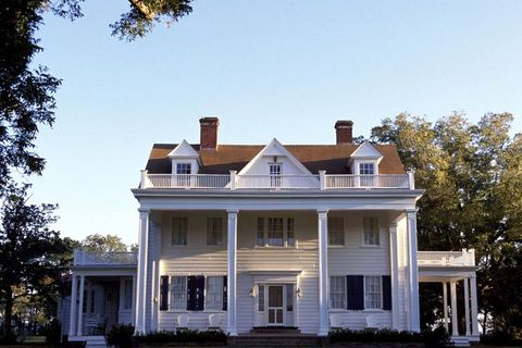 "<p>Not only can we thank this plantation-style home for reuniting&nbsp;Noah and Allie, but we don't think it's a stretch to say it's&nbsp;one of the most memorable homes from any movie — ever.&nbsp;And that's sayin' something.&nbsp;<span class=""redactor-invisible-space"" data-verified=""redactor"" data-redactor-tag=""span"" data-redactor-class=""redactor-invisible-space""></span></p>"