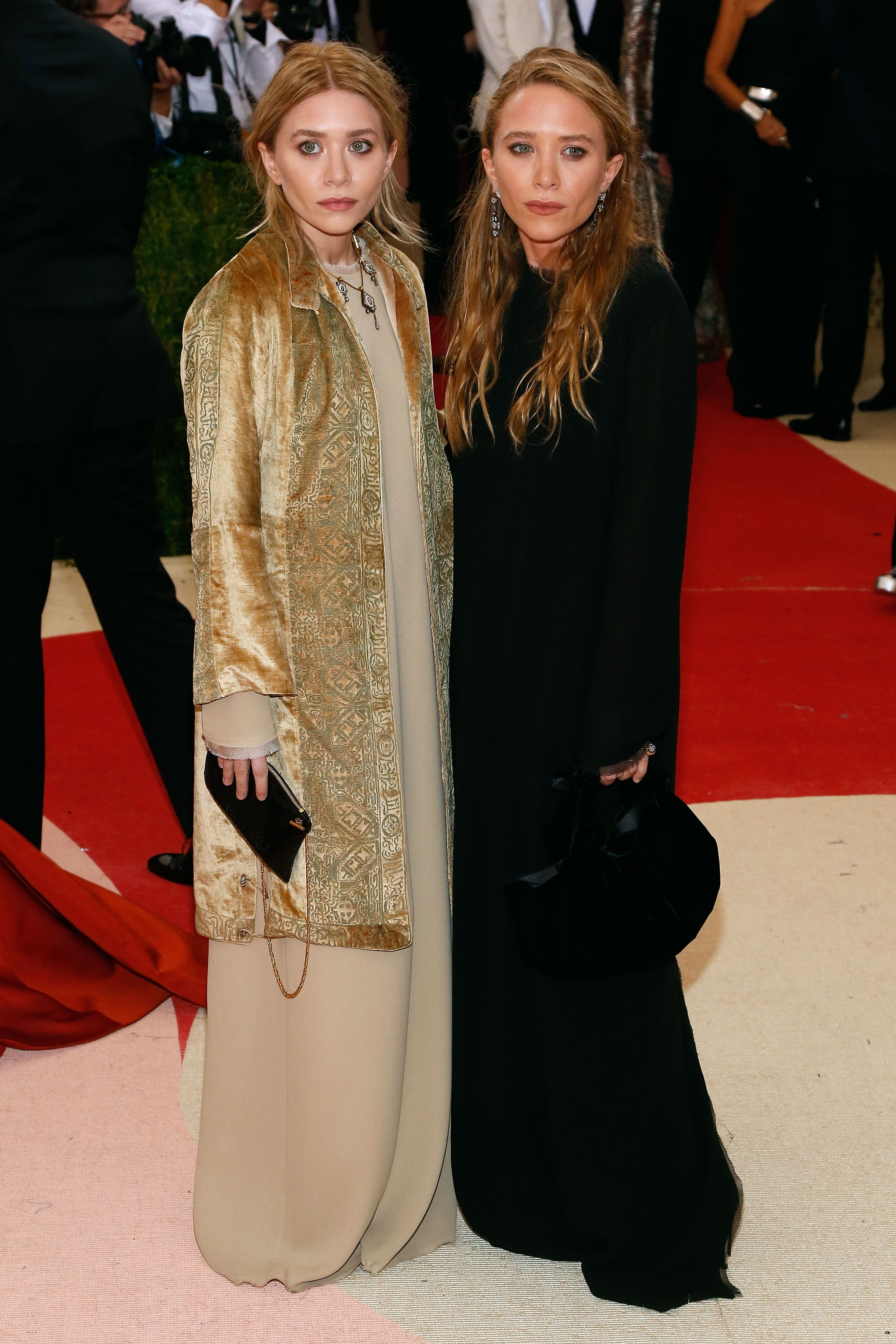 Mary-Kate and Ashley Olsen attend 'Manus x Machina: Fashion in an Age of Technology', May 2016 in New York