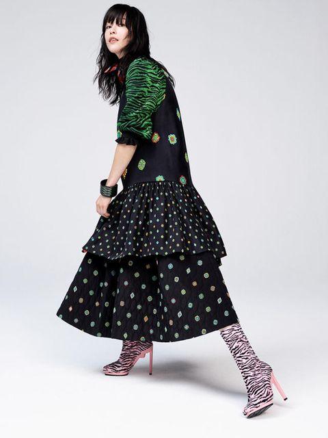 Clothing, Sleeve, Shoulder, Textile, Joint, Dress, Pattern, Formal wear, Style, Costume design,