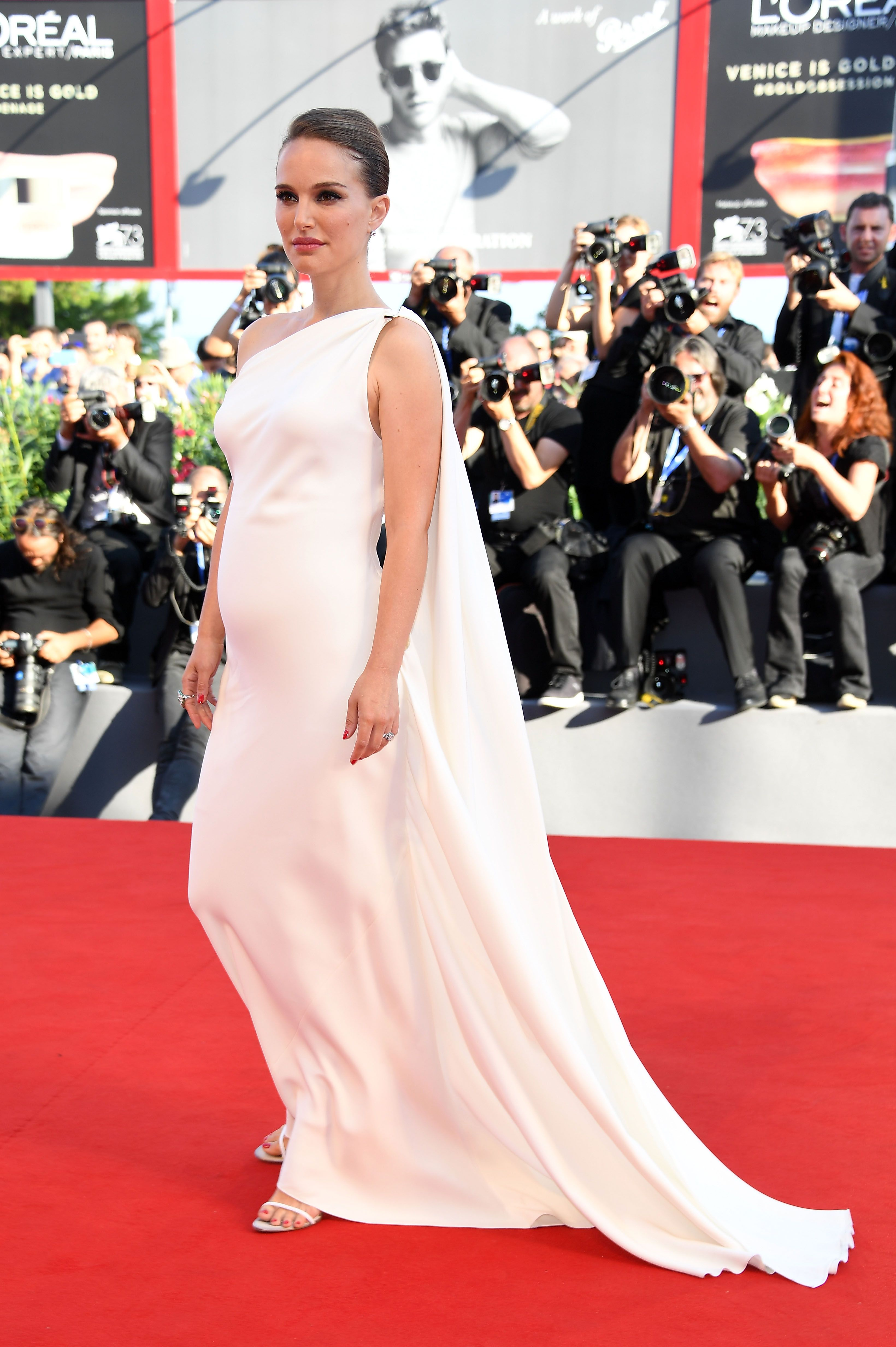 04ab012a8f40c Stylish Pregnant Celebrities Maternity Fashion On The Red Carpet