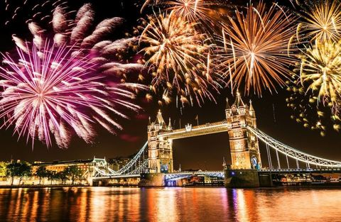 London Bridge bonfire night, Something for Weekend