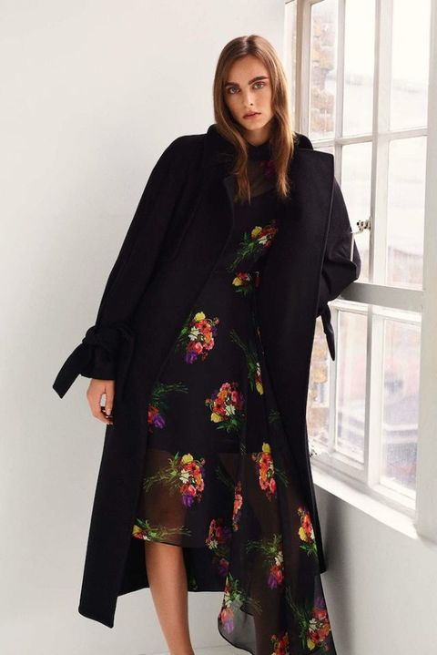 Clothing, Window, Sleeve, Textile, Joint, Coat, Fashion, One-piece garment, Pattern, Street fashion,