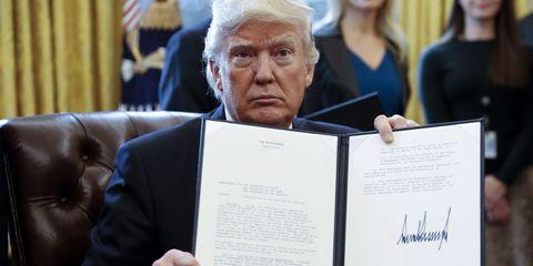 Donald Trump signing executive order | ELLE UK