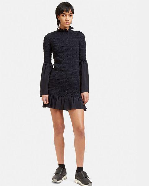 Clothing, Sleeve, Shoulder, Human leg, Standing, Joint, Collar, Style, Waist, Knee,