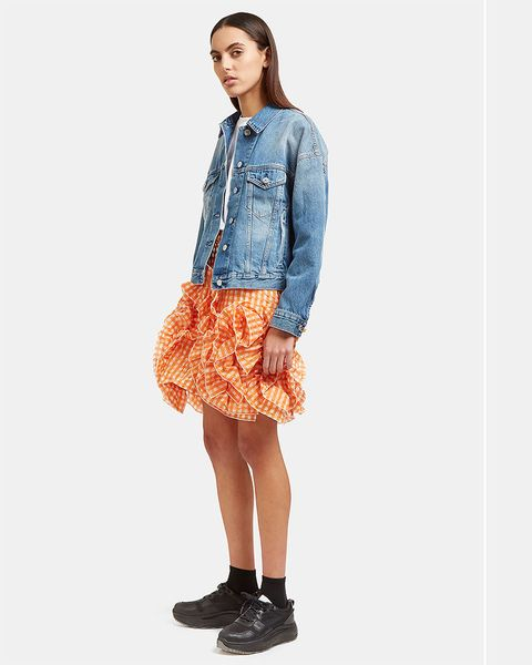 Clothing, Sleeve, Collar, Shoulder, Human leg, Textile, Joint, Style, Knee, Denim,